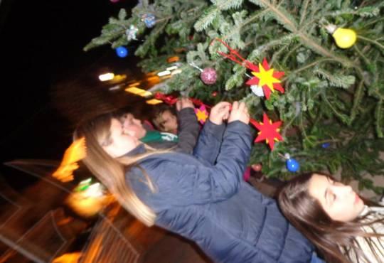 Στολισμός και φωταγώγηση χριστουγεννιάτικου δέντρου στη Ν Ποτίδαια