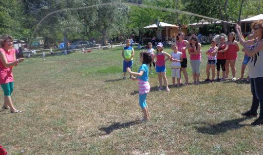 Παιχνίδι και ξενοιασιά .στο κάμπινγκ του Αρμενιστή