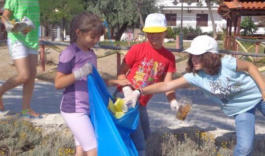 Παγκόσμια ημέρα περιβάλλοντος - Καθαρισμός  τμήματος παραλίας της Ν Ποτίδαιας !!!!