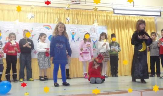 Δραματοποίηση της ιστορίας του Ερυθρούλη-Β΄τάξη- Ημέρα του Παιδιού-11-12-2013