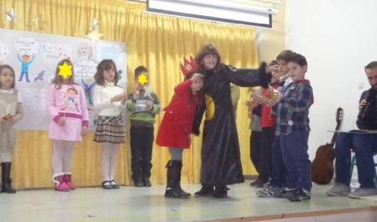 Δραματοποίηση της ιστορίας του Ερυθρούλη-Β΄τάξη-Ημέρα του παιδιού