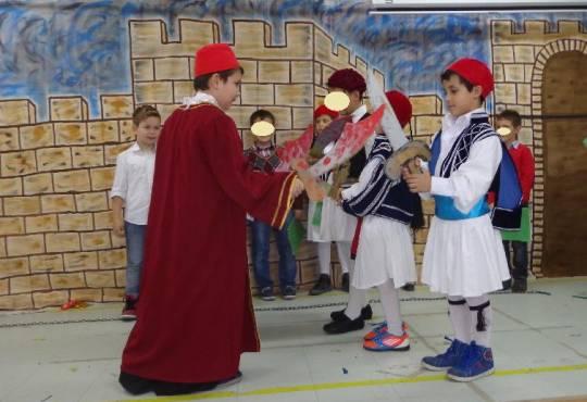 Από την γιορτή για το Ολοκαύτωμα της Κασσάνδρας-Β΄τάξη 2014