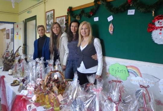 Από το Χριστουγεννιάτικο bazaar  του Συλλόγου Γονέων και κηδεμόνων στο σχολείο μας